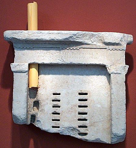 Le KLÉROTÉRION, machine à tirer au sort, indispensable rouage pratique pour toute démocratie digne de ce nom, machine dissimulée par les voleurs de pouvoir depuis 2300 ans